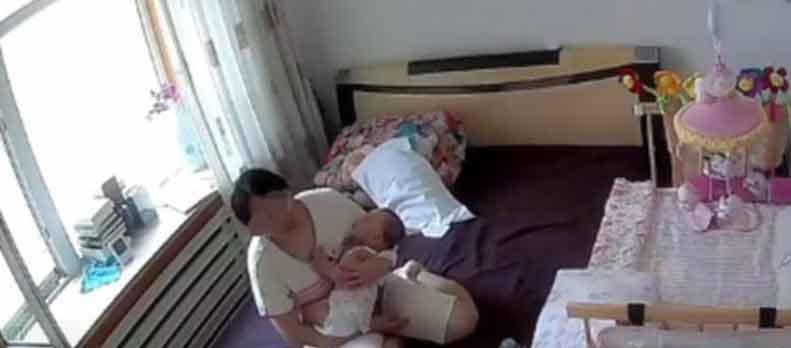 家里监控记录下宝妈带娃的夜晚,让人看了心酸...