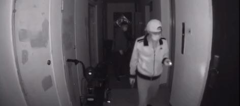 半夜惊现小偷上门踩点?人口普查进行中,陌生人敲门要开吗?