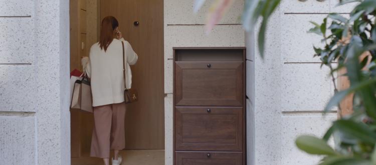 视频 | 前方高能!她还能这样进出家门......