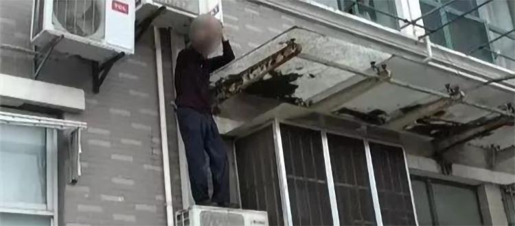 """85岁大爷忘带钥匙,徒手爬墙回家,结果不太""""硬核"""""""