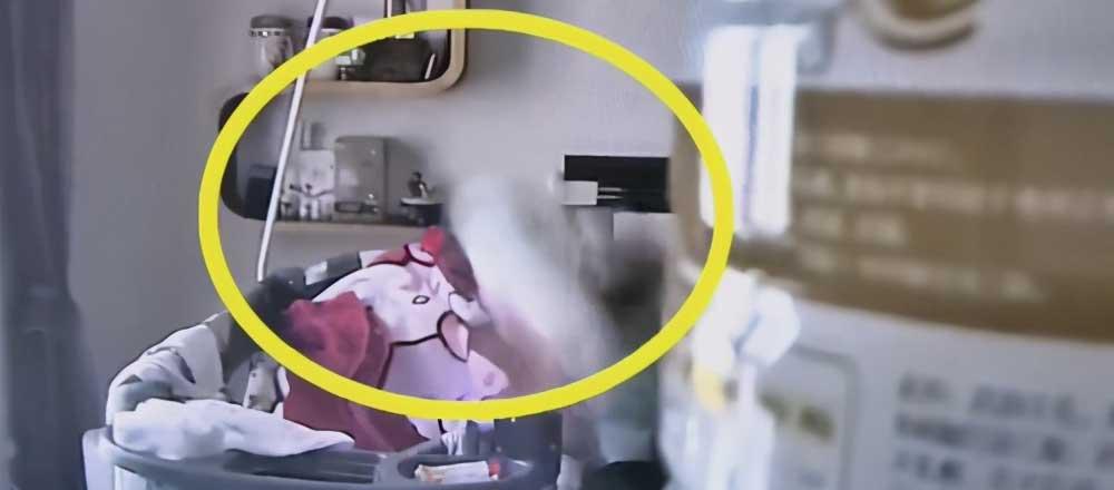 女婴遭保姆掌掴抱摔,家长怒了!监控画面触目惊心