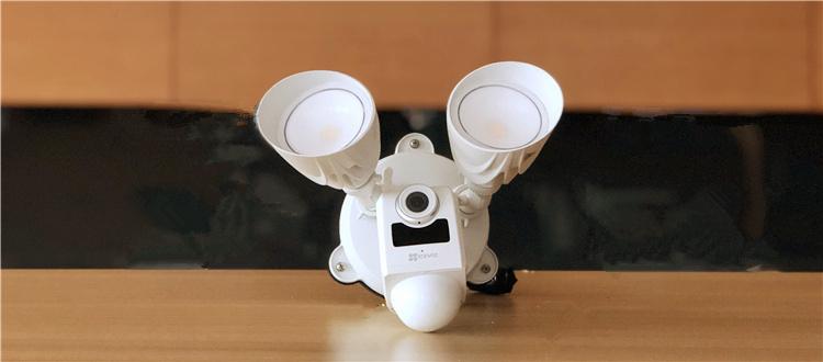 萤石国内首创庭院灯摄像机的开箱晒物