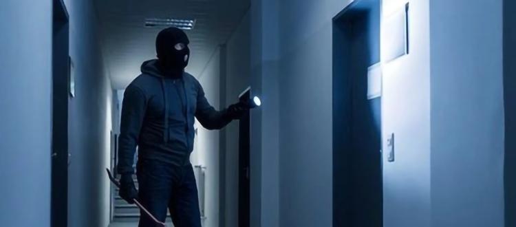 很多人睡前会反锁家门,但,门反锁就一定安全了吗?