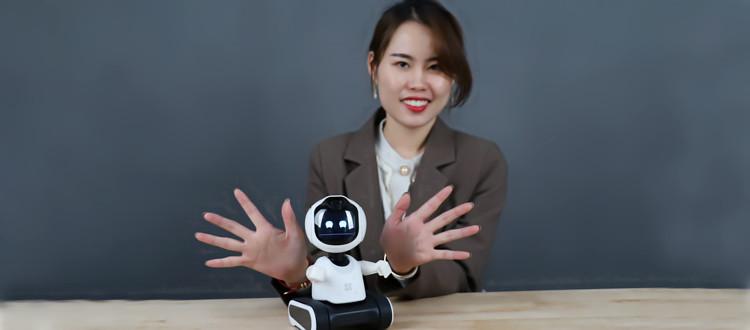 开箱视频   新品儿童陪护机器人有哪些神奇之处?
